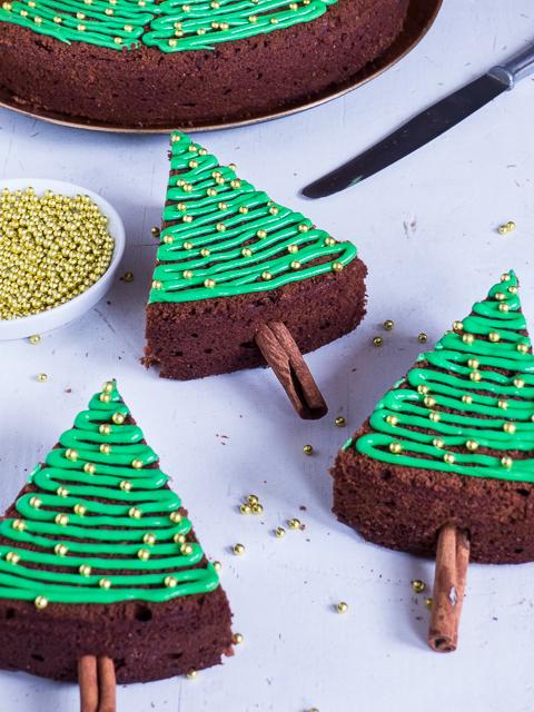 Meine Backbox Schokoladen Gluhweinkuchen Mit Tannenbaum Deko