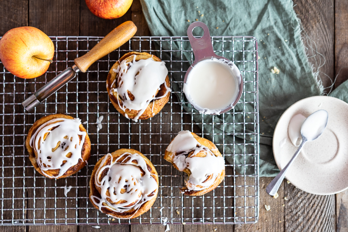 Apfel-Zimtschnecken-Frischkäse-Guss-Apple-Cinnamon-Rolls-Creamcheese-Frosting