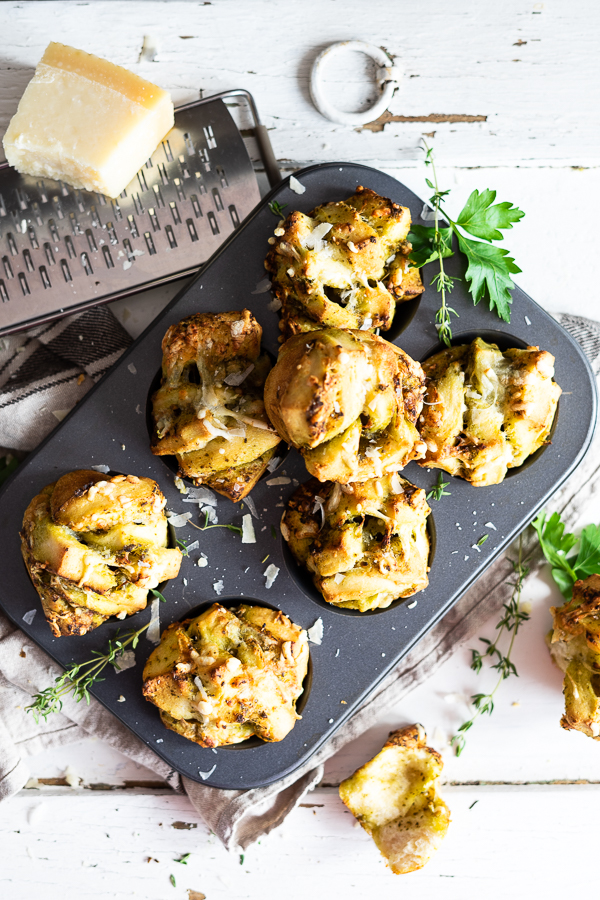 Easy Pesto Pull Apart buns, schnelle-einfache Fächer Brötchen, Grill Beilage