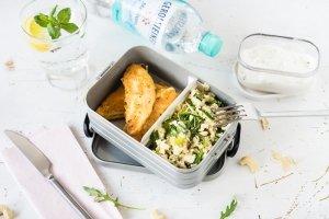 Joghurt-Zitronen Hähnchen in Parmesan-Hülle, Couscous Salat