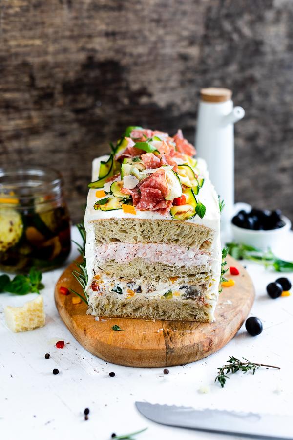 Ciabatta Brot Torte mit Antipasti Creme und Salami