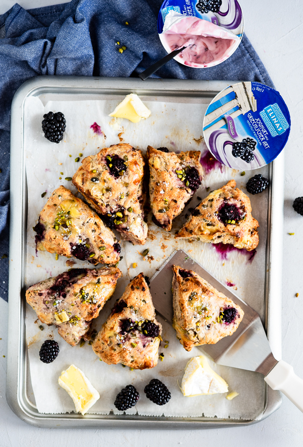brombeer joghurt scones mit brie meine kuechenschlacht. Black Bedroom Furniture Sets. Home Design Ideas