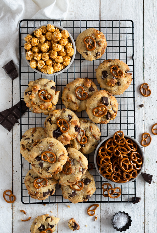 Karamell Popcorn-Salzbrezel & Schokolade Cookies
