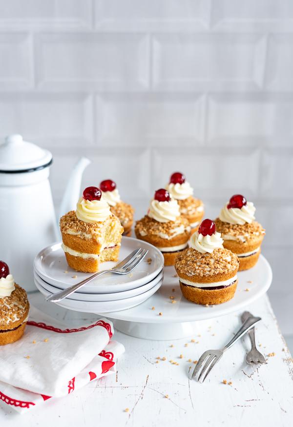 frankfurter kranz cupcakes muffins buttercreme 5 4 meine kuechenschlacht. Black Bedroom Furniture Sets. Home Design Ideas